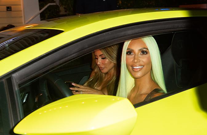 kim-kardashian-neon-hair_1